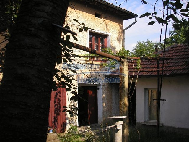 11036:36 - Massive partially furnished rural property in Vratsa region