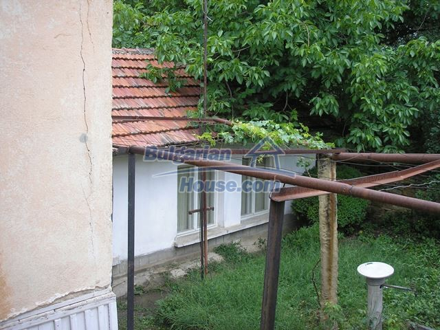 11036:21 - Massive partially furnished rural property in Vratsa region