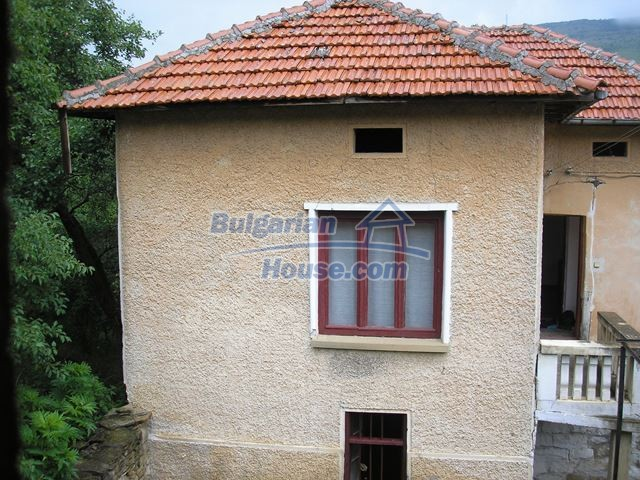 11036:25 - Massive partially furnished rural property in Vratsa region