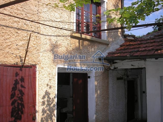 11036:26 - Massive partially furnished rural property in Vratsa region