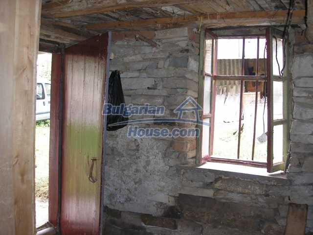11036:34 - Massive partially furnished rural property in Vratsa region