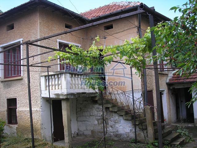 11036:51 - Massive partially furnished rural property in Vratsa region