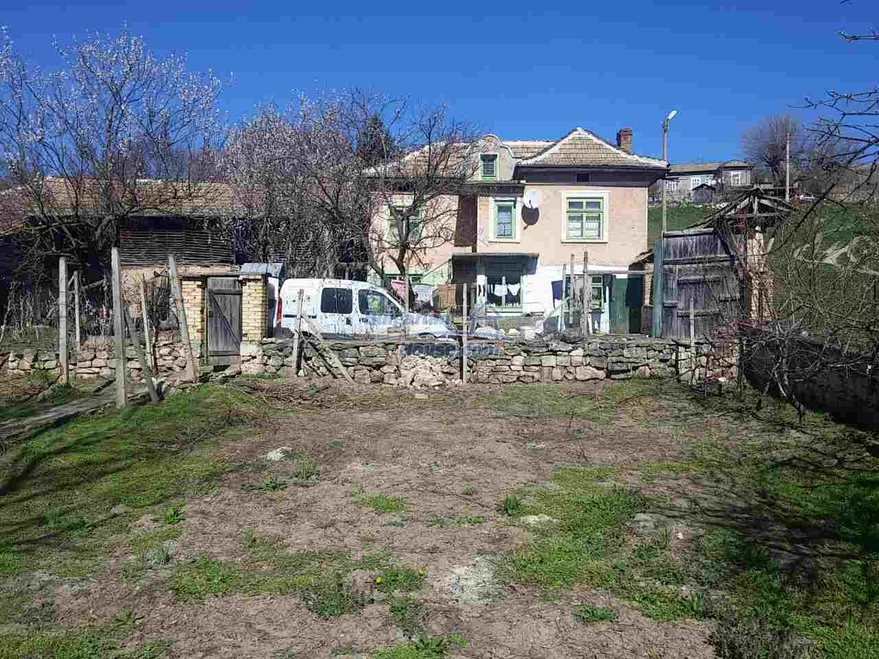 12433:1 - Rural Bulgarian house with big garden near Opaka, Targovishte