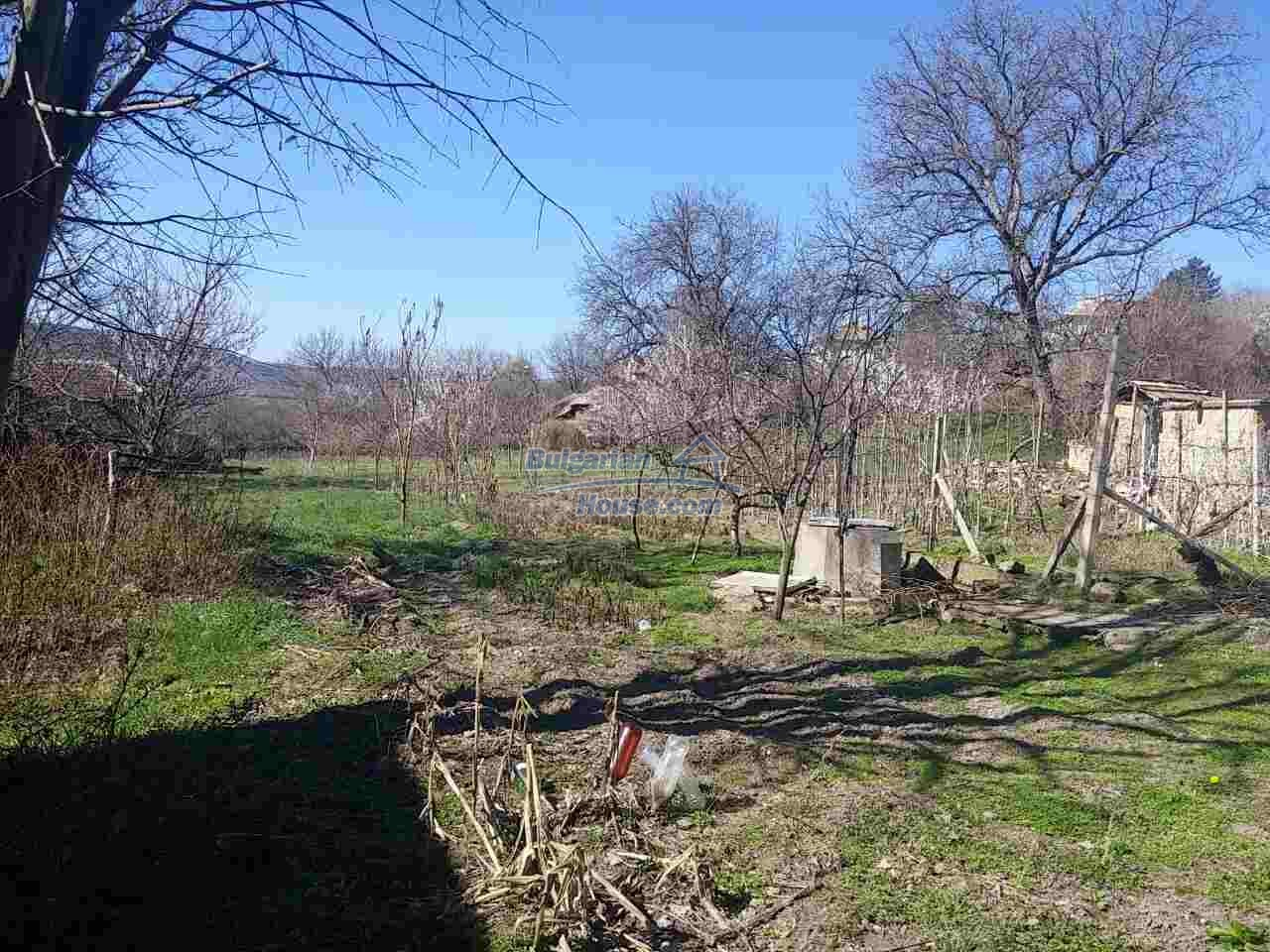 12433:10 - Rural Bulgarian house with big garden near Opaka, Targovishte