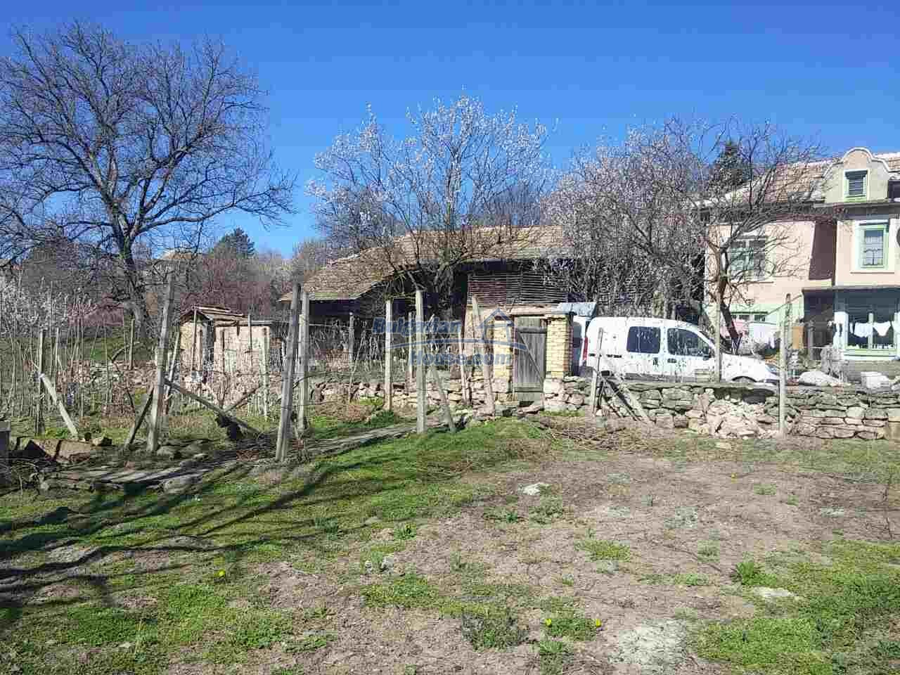 12433:9 - Rural Bulgarian house with big garden near Opaka, Targovishte