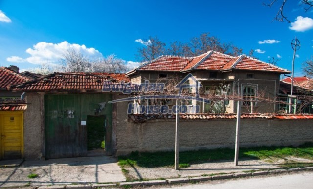 11040:1 - A nice old house for sale in a charming region, Shumen