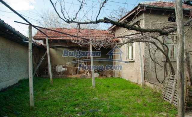 11040:4 - A nice old house for sale in a charming region, Shumen