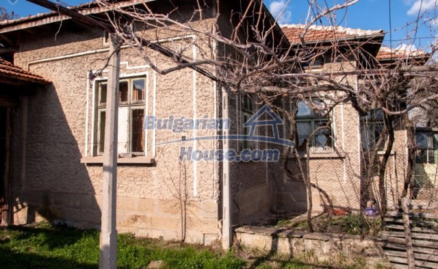 11040:3 - A nice old house for sale in a charming region, Shumen