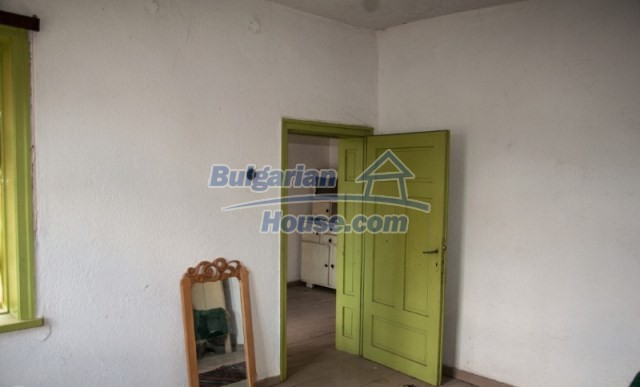 11040:18 - A nice old house for sale in a charming region, Shumen