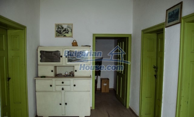 11040:10 - A nice old house for sale in a charming region, Shumen