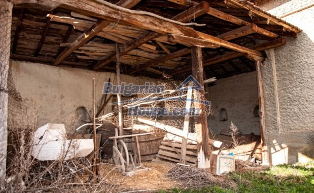 11040:7 - A nice old house for sale in a charming region, Shumen