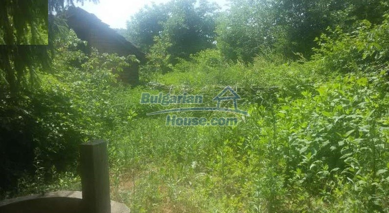 12293:10 - Cheap property in Veliko Tarnovo region with water well