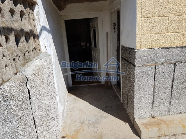 12739:26 - Partly renovated Bulgarian property for sale 35 km from Plovdiv