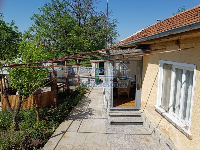 12739:22 - Partly renovated Bulgarian property for sale 35 km from Plovdiv