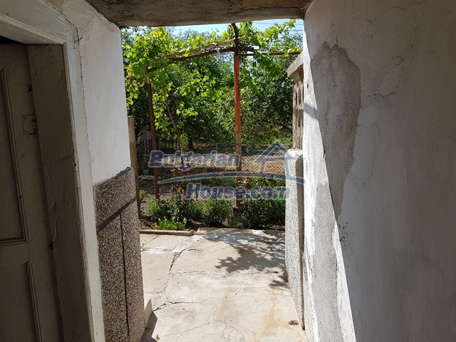 12739:33 - Partly renovated Bulgarian property for sale 35 km from Plovdiv