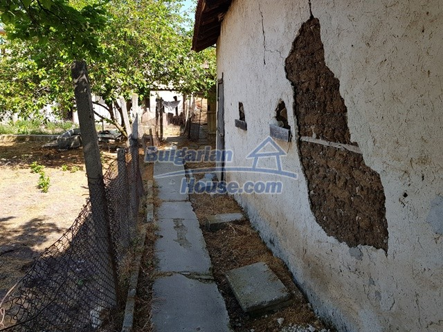 12739:72 - Partly renovated Bulgarian property for sale 35 km from Plovdiv