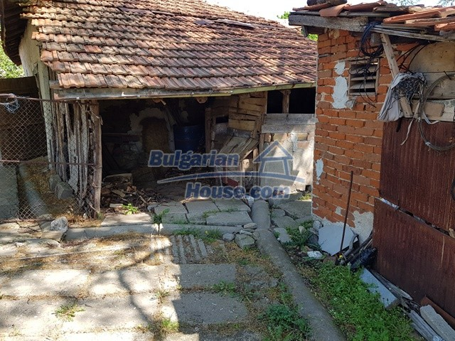 12739:70 - Partly renovated Bulgarian property for sale 35 km from Plovdiv