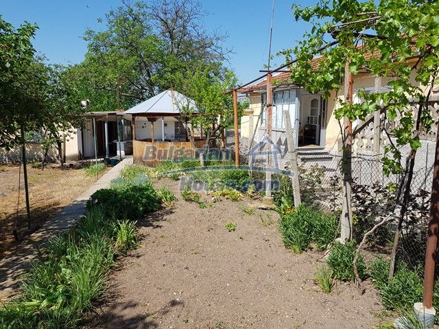 12739:76 - Partly renovated Bulgarian property for sale 35 km from Plovdiv