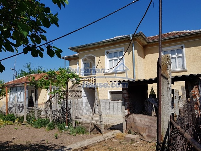 12739:75 - Partly renovated Bulgarian property for sale 35 km from Plovdiv
