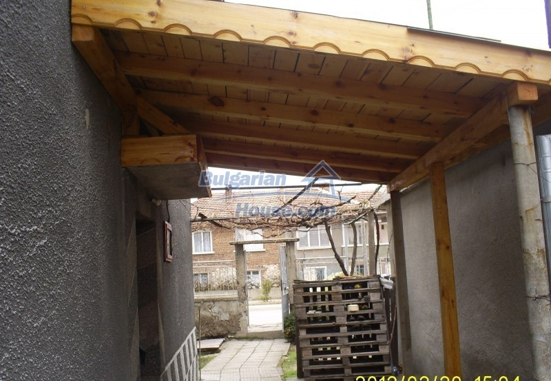 12006:3 - Well presented house with nice garden 20 km away from Plovdiv