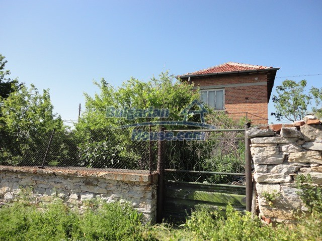 11057:18 - Cheap two-storey house in a green countryside, Yambol region
