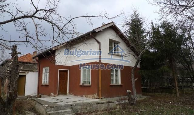 11073:1 - Nice house in a village on the slope of the Balkan mountains