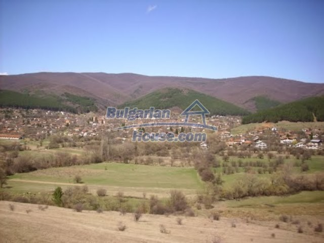 11073:20 - Nice house in a village on the slope of the Balkan mountains