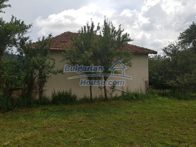 12327:54 - Property in Sliven region with lovely views 3000 sq.m garden