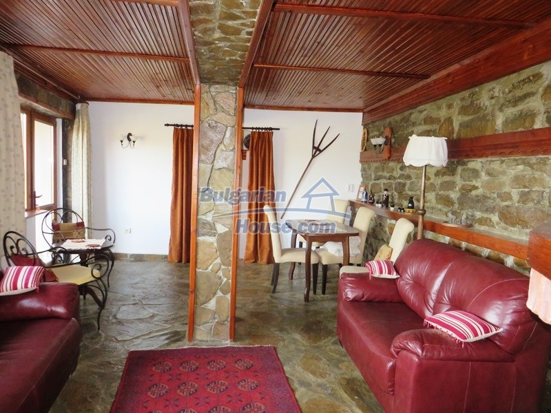 12637:18 - Beautiful 4 bedroom property with stunning mountain views, Elena