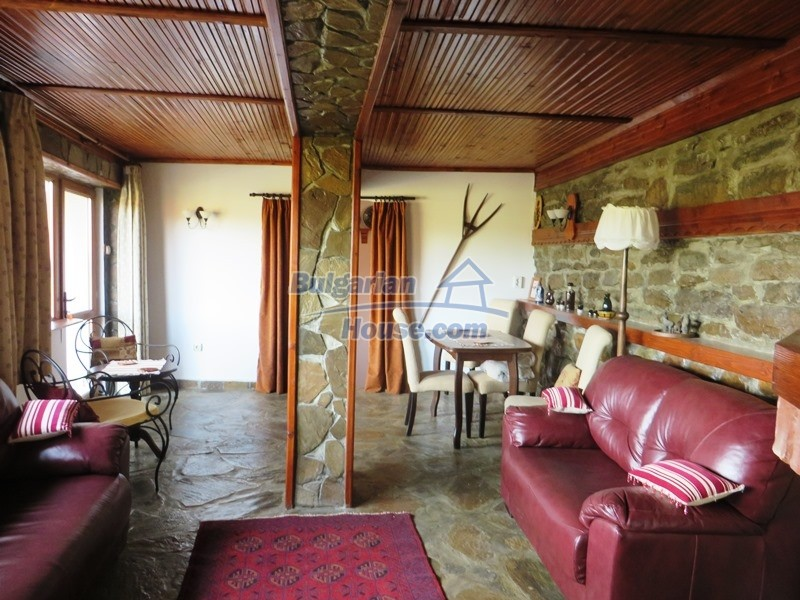 12637:17 - Beautiful 4 bedroom property with stunning mountain views, Elena