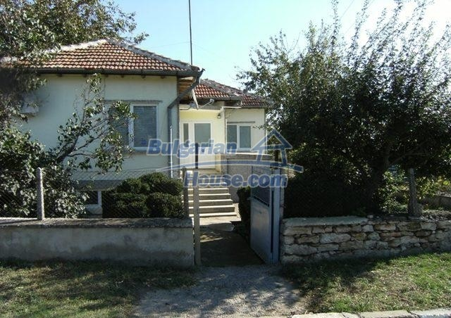 11051:2 - Charming rural house with a vast garden plot, Dobrich region
