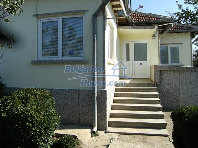 11051:9 - Charming rural house with a vast garden plot, Dobrich region