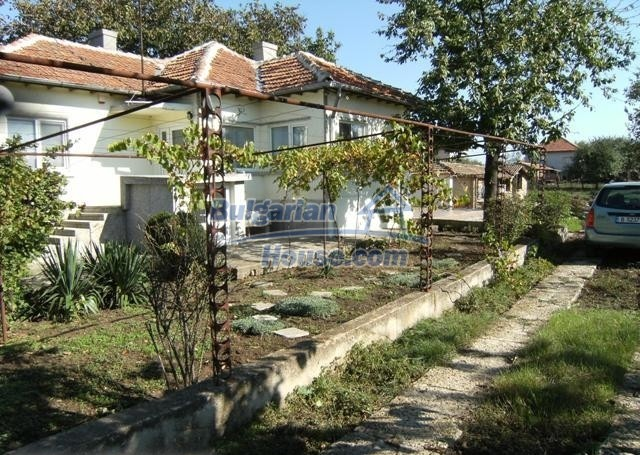 11051:1 - Charming rural house with a vast garden plot, Dobrich region