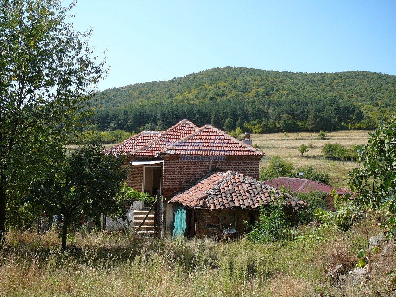 12533:29 - Bulgarian house -beautiful views, surroundings-50km to Plovdiv
