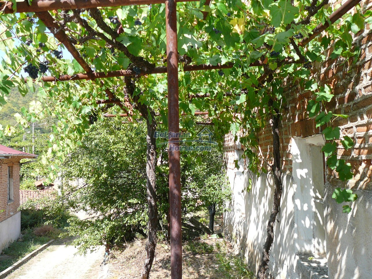 12533:34 - Bulgarian house -beautiful views, surroundings-50km to Plovdiv