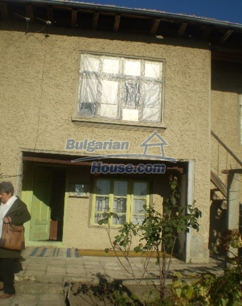 12369:5 - A solid Bulgarian house 70km from Veliko Tarnovo,5km from Lake
