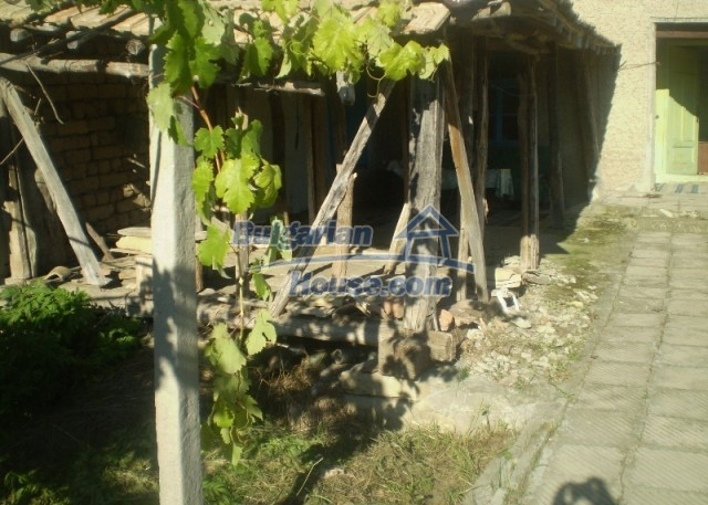 12369:4 - A solid Bulgarian house 70km from Veliko Tarnovo,5km from Lake