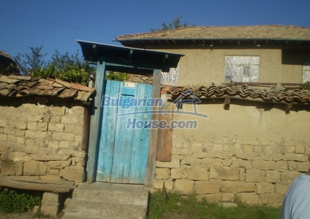 12369:6 - A solid Bulgarian house 70km from Veliko Tarnovo,5km from Lake