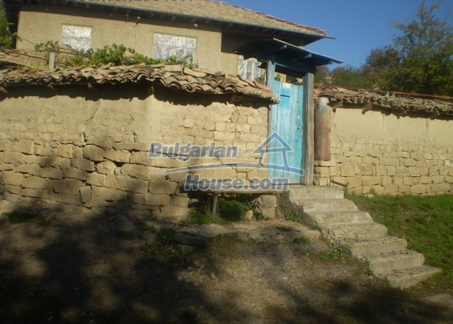 12369:8 - A solid Bulgarian house 70km from Veliko Tarnovo,5km from Lake