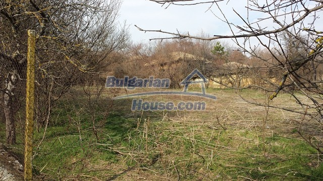 12369:33 - A solid Bulgarian house 70km from Veliko Tarnovo,5km from Lake