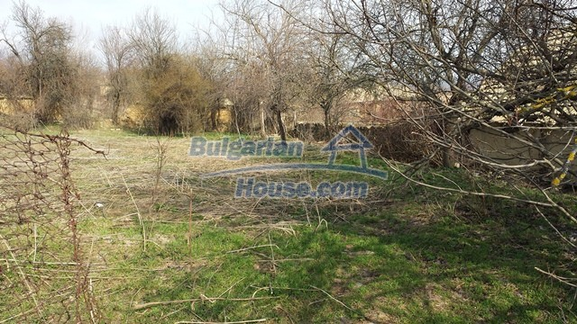 12369:34 - A solid Bulgarian house 70km from Veliko Tarnovo,5km from Lake