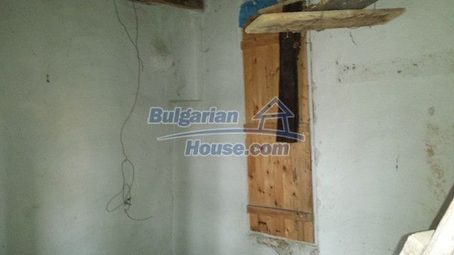 12369:21 - A solid Bulgarian house 70km from Veliko Tarnovo,5km from Lake