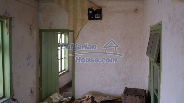 12369:20 - A solid Bulgarian house 70km from Veliko Tarnovo,5km from Lake