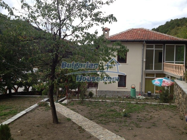 11068:17 - Business property near a mountain, excellent investment