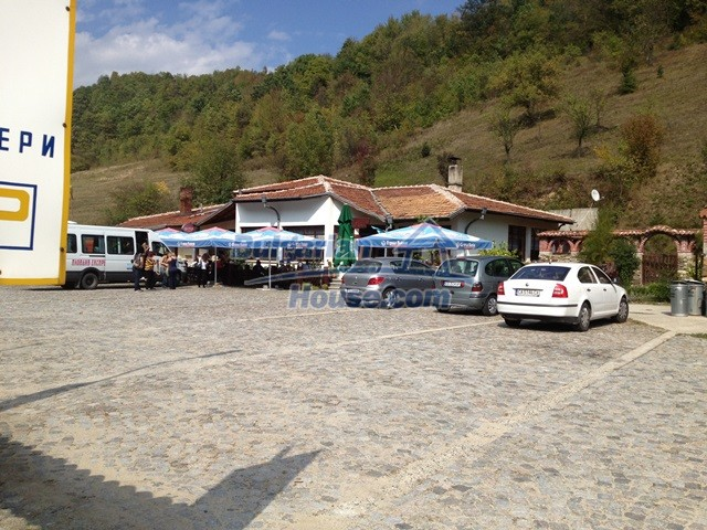 11068:30 - Business property near a mountain, excellent investment