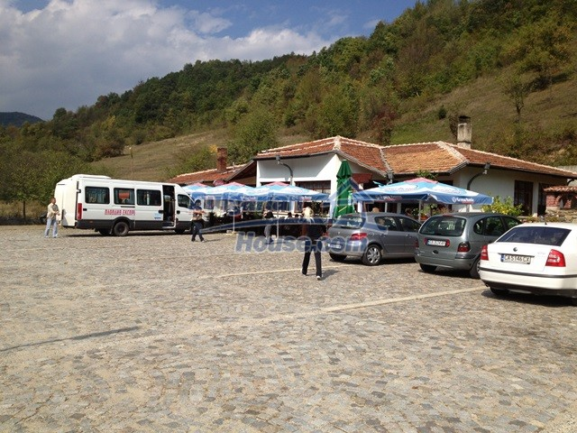 11068:32 - Business property near a mountain, excellent investment