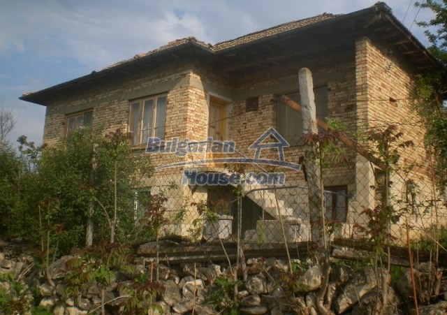 12300:1 - Cheap property for sale with lovely views near Popovo & Ruse