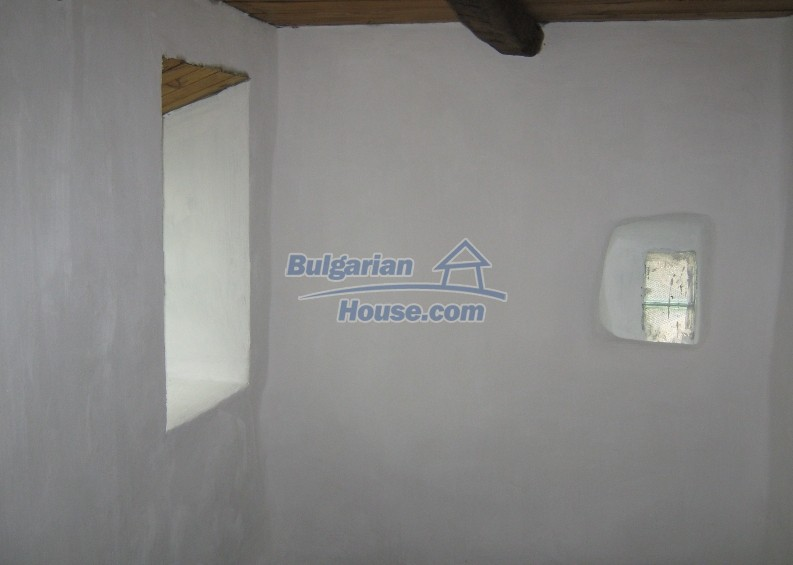 12032:11 - Nice authentic house near Sofia at advantageous price
