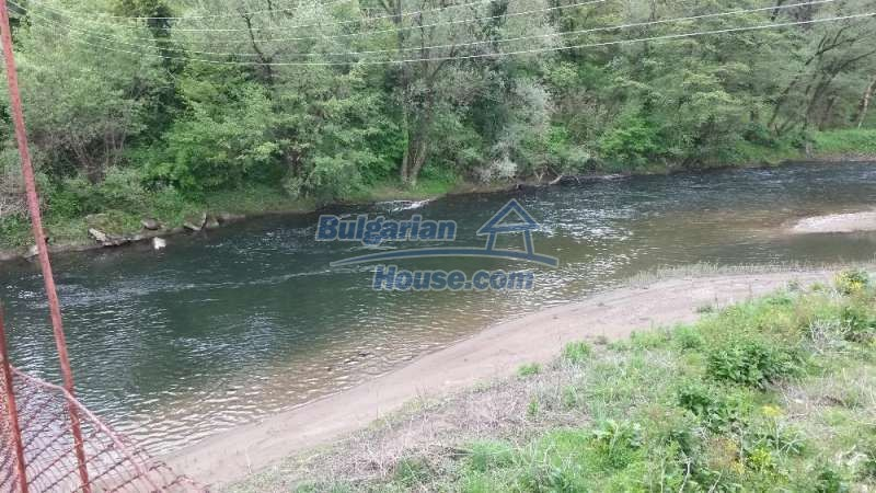 12345:14 - Cheap Bulgarian house bordering with river 90km from Sofia