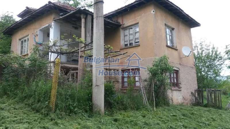 12345:9 - Cheap Bulgarian house bordering with river 90km from Sofia